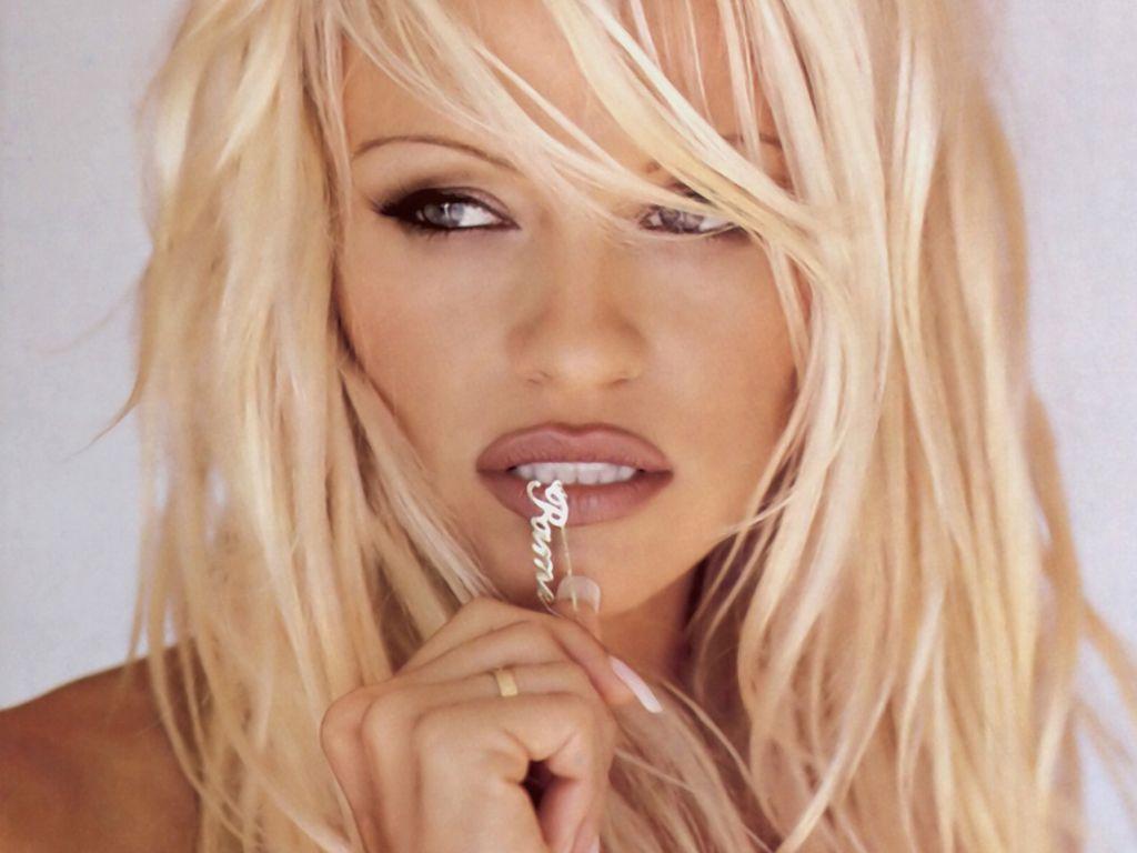 Pamela-Anderson