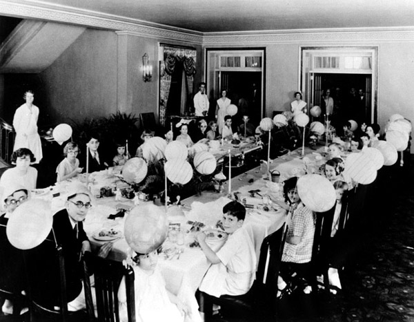 All patients at Kellogg's Battle Creek Sanitarium were expected to practice vegetarianism. Photo from Willard Library.